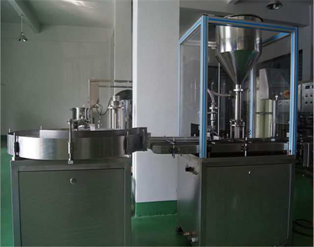 Automatic single head cream filling machine with round bottles unscrambler automated paste filler with conveyor system