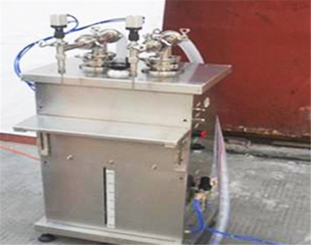 semi-auto Vertical filling machine with 2 heads dual head piston filler for liquid with pneumatic controlling system